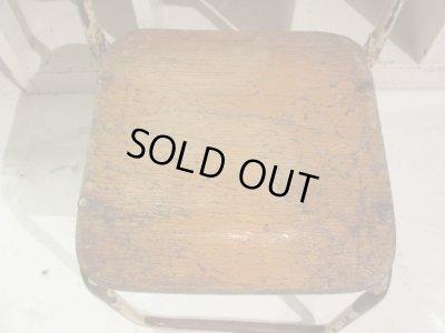 画像2: ペンキの剥げた幼稚園椅子 オフホワイト(1) アンティーク