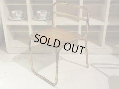 画像1: ペンキの剥げた幼稚園椅子 オフホワイト(1) アンティーク