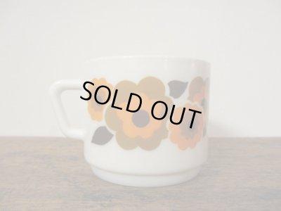 画像2: フランス arcopalアルコパル社 オレンジのお花のカップ