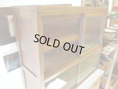 画像1: 昭和レトロ 古いモールガラスの食器棚 収納 カップボード