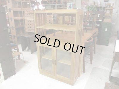 画像1: 昭和レトロ 木味良い ガラス本箱 収納棚