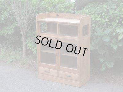 画像1: アンティーク 木味のガラス戸棚