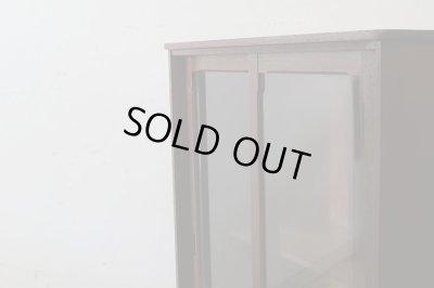 画像1: ヴィンテージ 深い木味のガラス戸棚