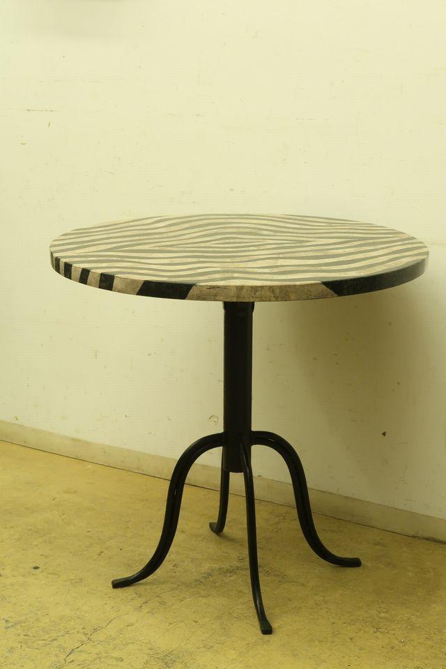 画像1: 古い ゼブラ柄のラウンドテーブル