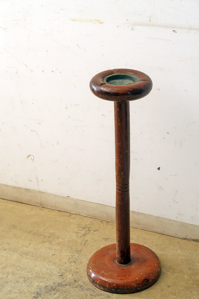 画像1: ヴィンテージ 木製スタンド灰皿